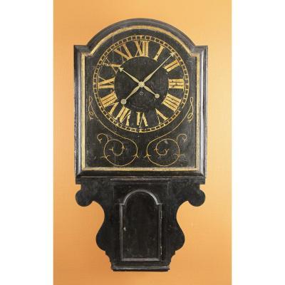 Cartel/Horloge de taverne anglaise avec cadran rectangulaire. Ca, 1725-1735