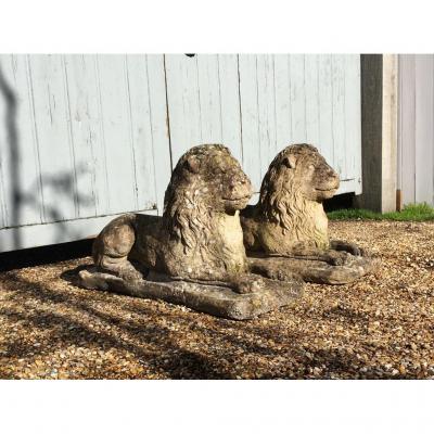 Paire De Lions En Ciment