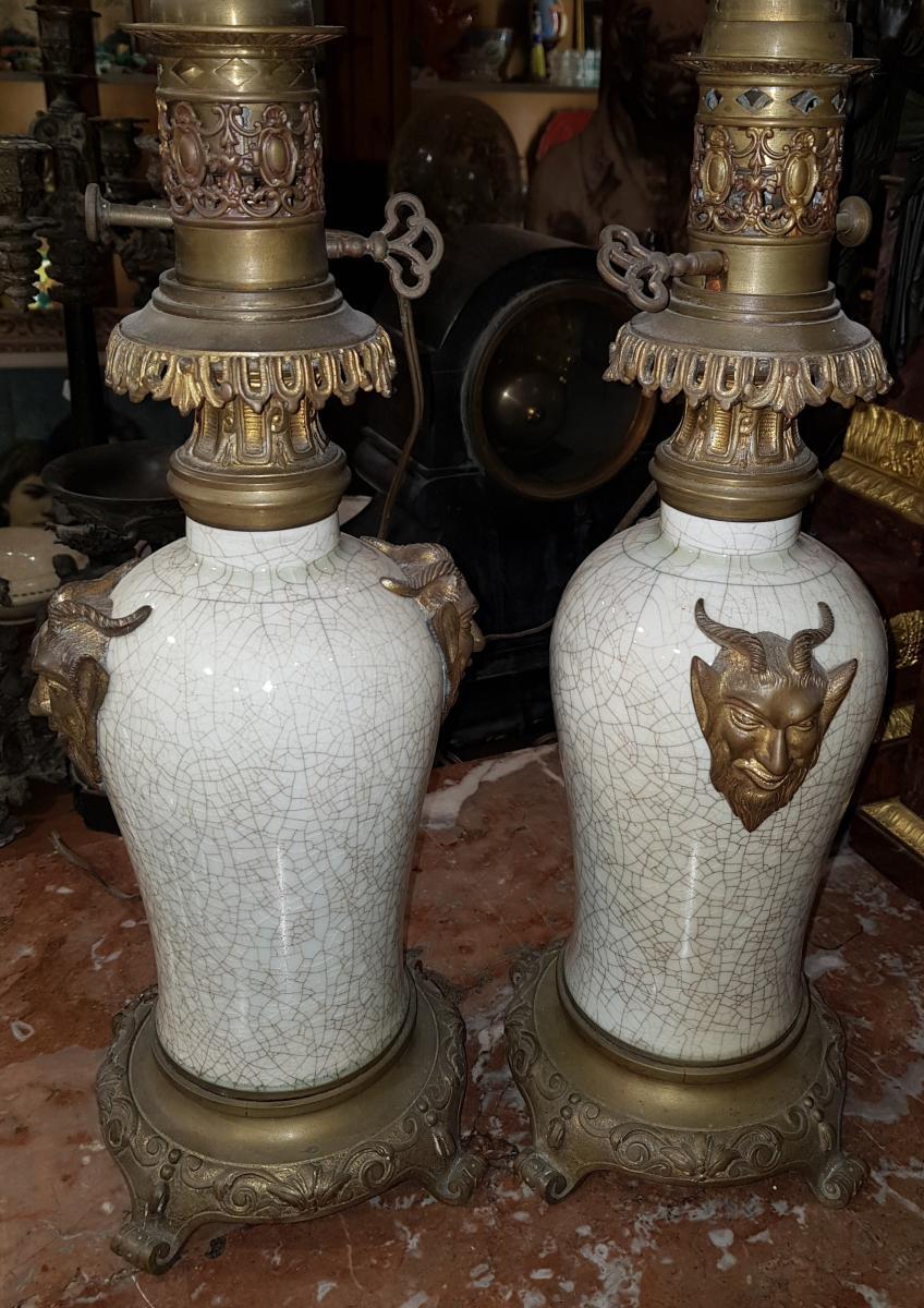 Paire De Lampes Chinoisante Ou Japonisante Decor Satanique Napoléon III Porcelaine De Chine