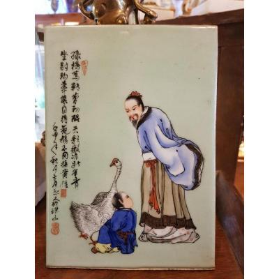 Plaque En Porcelaine De Chine Decor A l'Enfant Et Oie Calligraphies