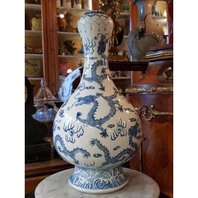 Vase Garlic Blanc Bleu Porcelaine Décor Impérial Aux Neuf Dragons.