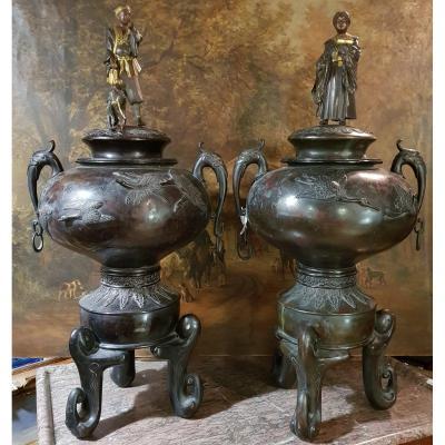 Grande Paire De Pots Couverts Et Prises En Statuettes Attr. Miyao Bronze époque Meiji