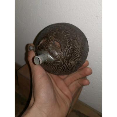 Poire à Poudre, Noix De Coco Sculptée, Travail De Bagnard XIXe, Animal Fantastique