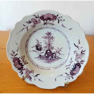 Assiette En Faïence :saint-amand Les Eaux XVIIIeme Siècle.
