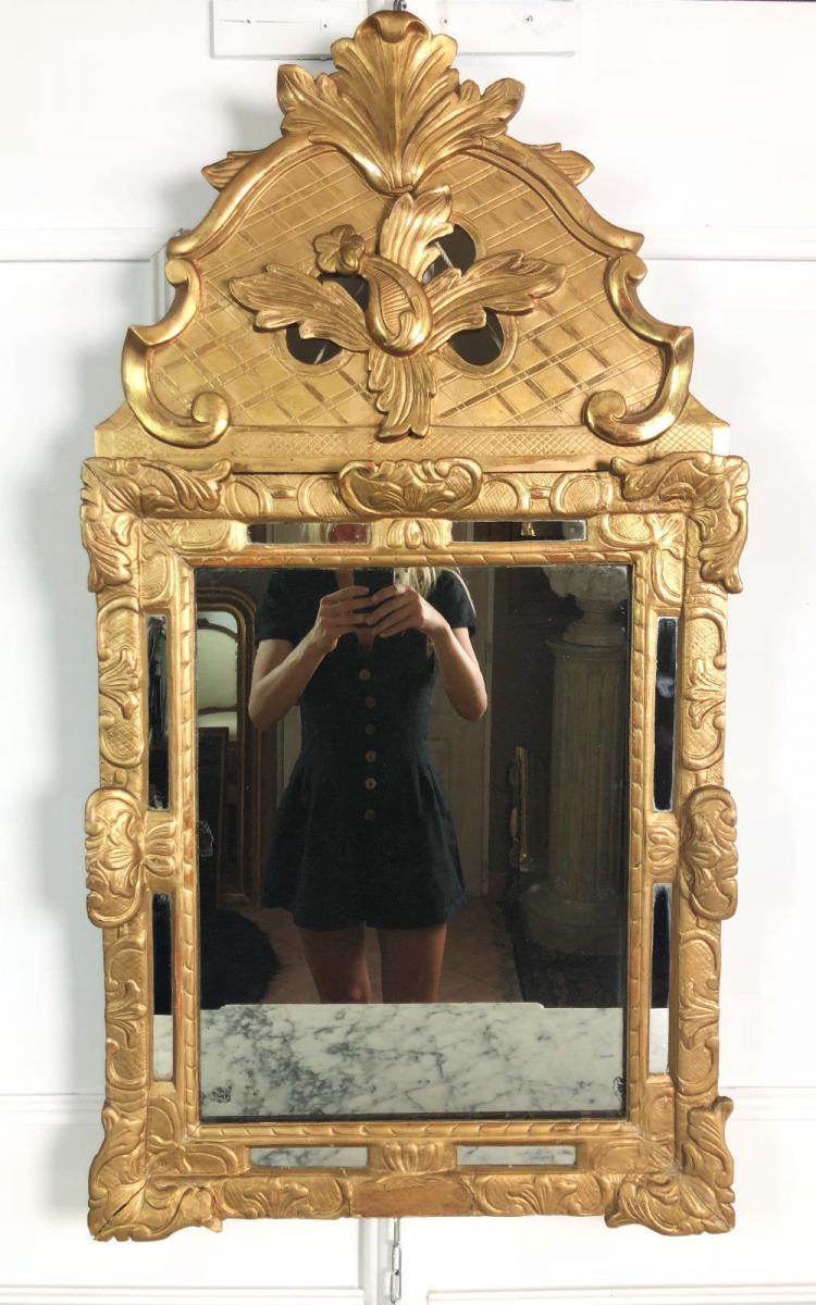 Miroir à Parecloses Du XIXè En Bois Doré Et Sculpté Avec Sa Glace Au Mercure