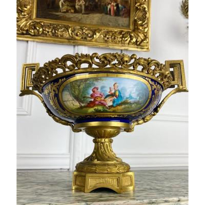 Cup Napoleon III In Sèvres Porcelain Decorated With Gilt Bronze - Nineteenth