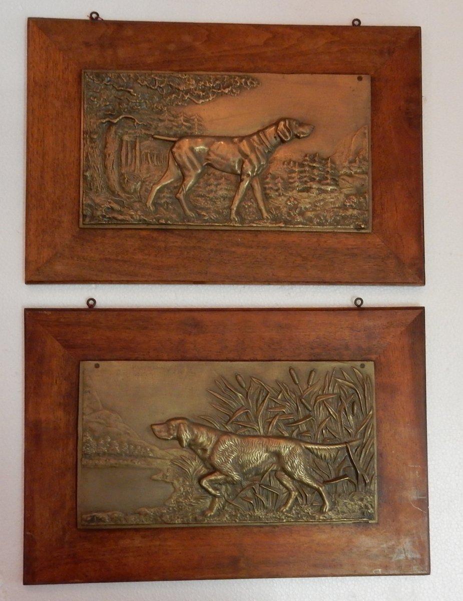 1900′ Paire De Bas Reliefs En Bronze Sur Noyer, Chiens D'arrêt