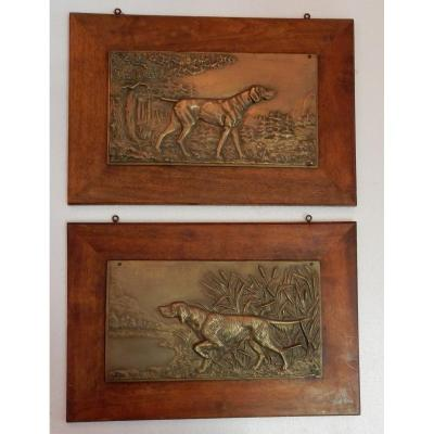 1900 ′ Pair Of Bas Reliefs In Bronze On Walnut, Pointing Dogs