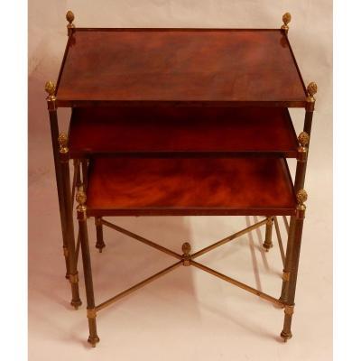 1970′ Série De 3 Tables Gigognes Maison Baguès En Bronze Doré, 3 Plateaux Bakélite Façon Ambré