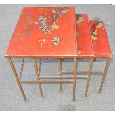 1950/70' Série de 3 Tables Gigognes DLG Maison Ramsay en Fer Doré Plateaux Laque de Chine Rouge