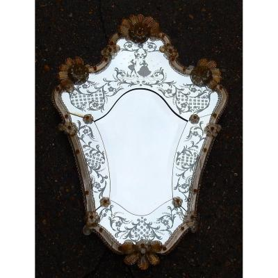 1950/70 Romantic Murano Mirror With Mr And Mrs Gold Paillons, H 87 X 59 Cm