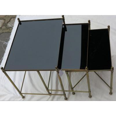 1950/70′ Série De 3 Tables Gigognes Bronze Doré Plateaux Opaline Noire Entretoise En X