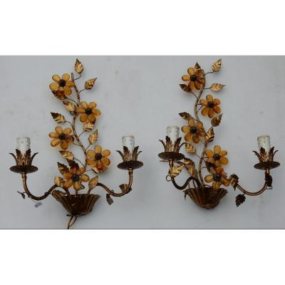 1970 ′ Pair Of Golden Metal Sconces Decorated With Flowers And Leaves Style Maison Baguès
