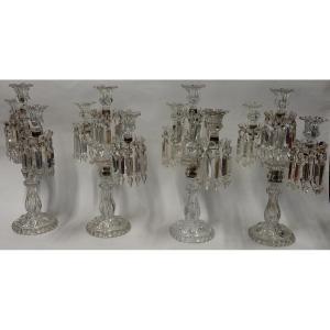1950′ Série De 4 Chandeliers Avec 2 Branches Socles Perlés Et Signés En Relief Baccarat