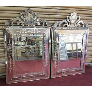 1950 ′ Pair Of Venetian Mirrors With Floral Decor And Pediment 130 X 82 Cm