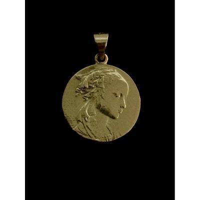 Médaille En Or De La Vierge Adorazione