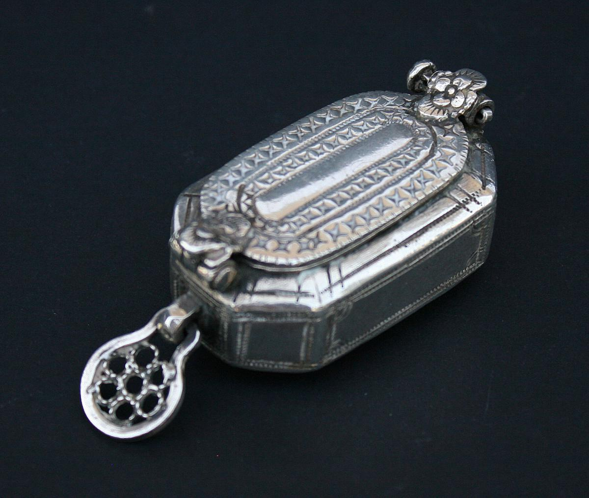 Antique Silver Box South East Asian Cambodian Indonesian Betel Argent Massif Cambodge