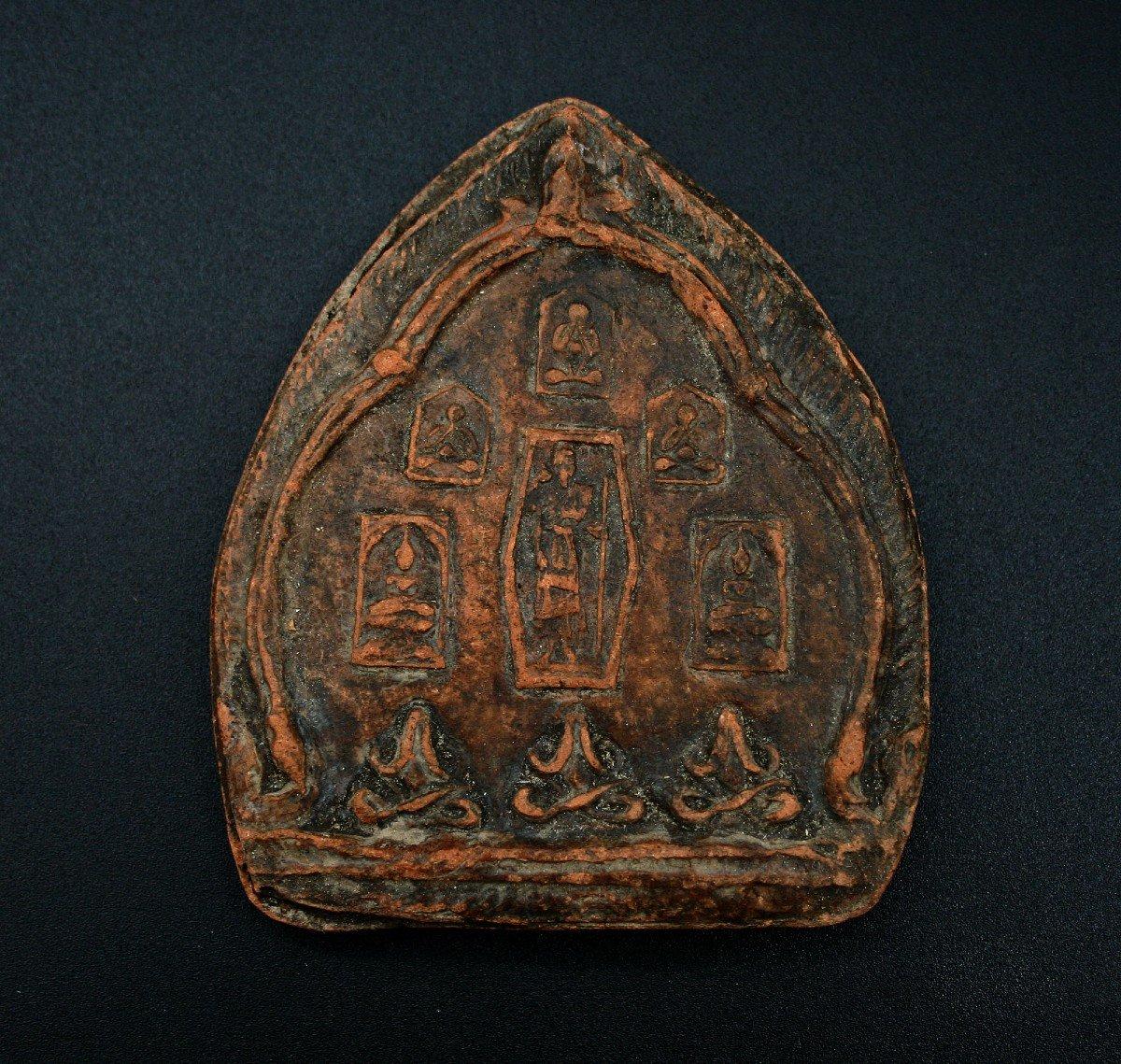 Ancien Reliquaire Thaïlandais Amulette Votive Bouddha Tsa Tsa Bouddhiste Trois Singes Sagesse