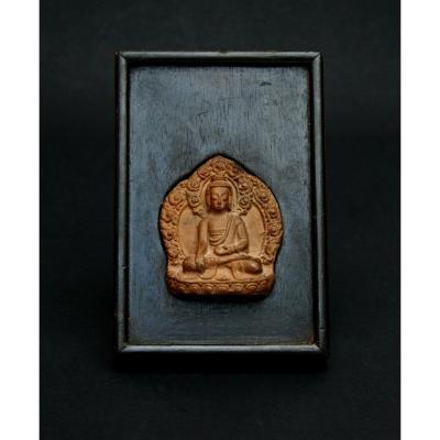 Ancien tibetan Tsa Tsa Bouddhiste Amulette Votive Bouddha Bhumisparsha Mudra