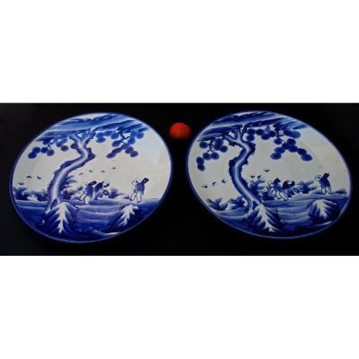 Très Grande Paire De Plats Anciens En Porcelaine Japonaise Bleu & Blanc Arita Meiji Papillons