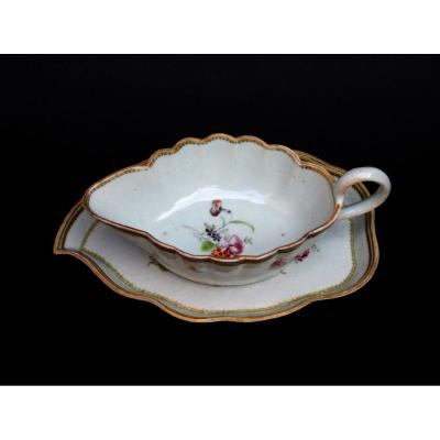 Chinese Porcelain Sauce Boat & Stand Compagnie Des Indes Qianlong XVIIIth Famille Rose