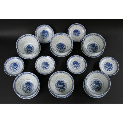Ensemble De Six Bols Bleu Blanc Porcelaine Chine Grain De Riz. Période République.