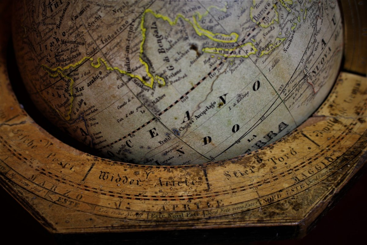 Globe Terrestre De Table
