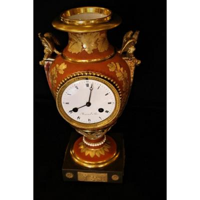 Pendule Vase En Porcelaine De Darte