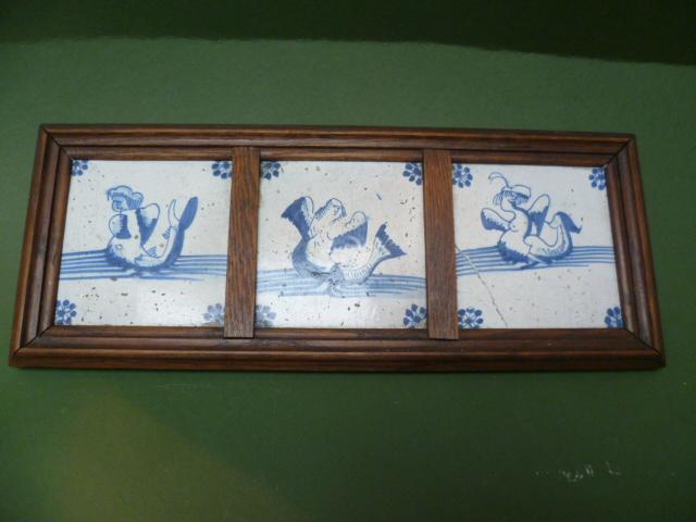 Trois Carreaux De Delft Aux Monstres Marins Epoque XVIIème