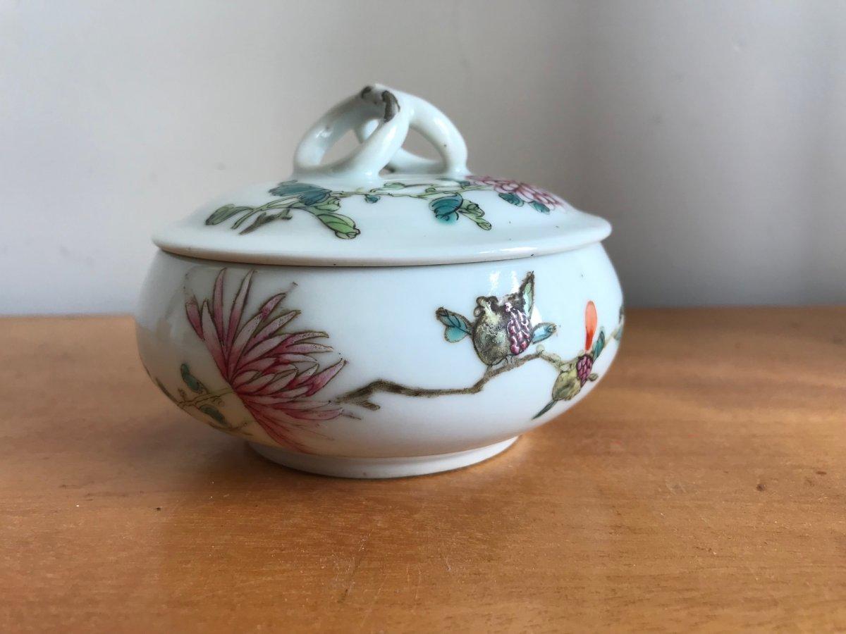 Chine - Bonbonnière En Porcelaine