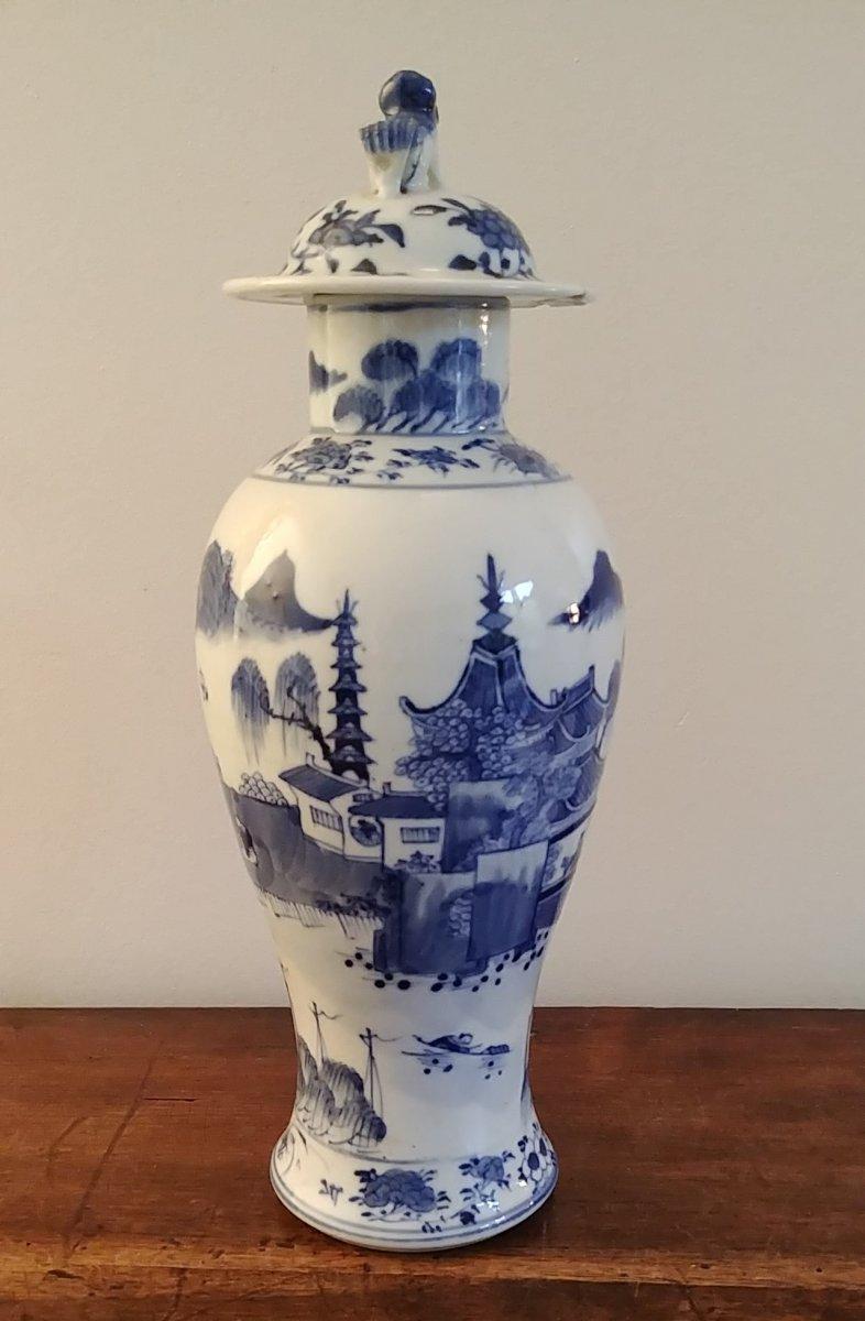 Chine - Vase Couvert En Porcelaine Blanc Bleu