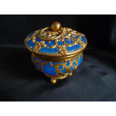 Boîte Cylindrique En Opaline Bleu  Monture en laiton doré ciselé