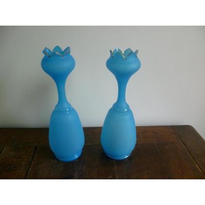 Paire De Vases En Opaline Bleue De Forme Tulipe
