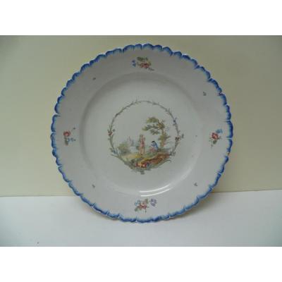 Sceaux. Assiette En Faïence, XVIIIe Siècle.
