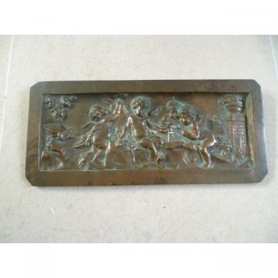 Plaque en bronze aux angelots