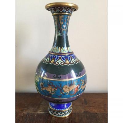 Vase cloisonné à décor d'animaux fantasmagoriques