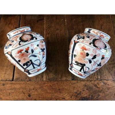 Paire De Vases En Porcelaine De Chine Imari