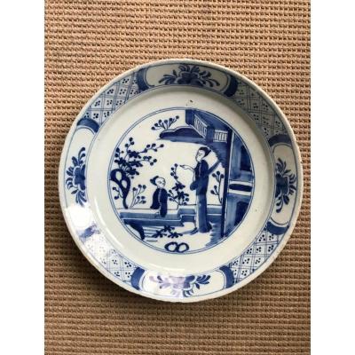 Assiette en faïence de Delft  Décor au Chinois Epoque XVIIIe
