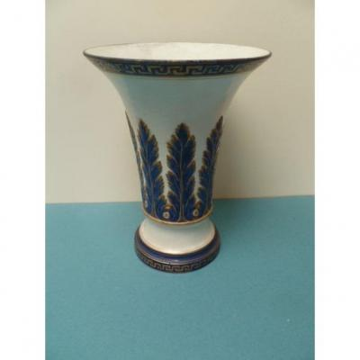 Vase En Faïence Fine,  Angleterre.  Fin XIXe