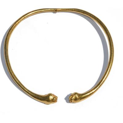 Torque Necklace From Maison Zolotas In Hammered Yellow Gold