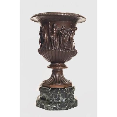 Vase dit Vase Borghèse En Bronze Patiné à Décor d'Une Bacchanale. XIXe Siècle, d'Après l'Antique.