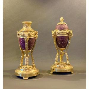 Paire De Petites Cassolettes En Athénienne En Bronze Doré Et Porphyre De Style Louis XVI.