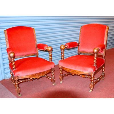 Paire de fauteuils de style LouisXIII