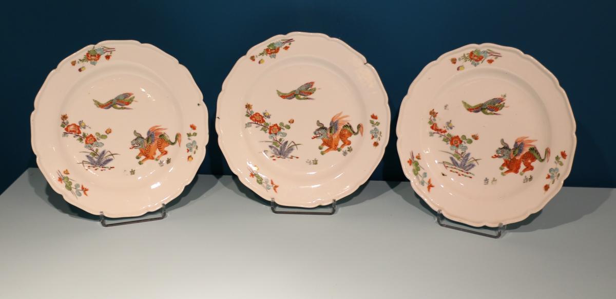 Meissen. 3 assiettes en porcelaine à décor Kakiémon. 10\% sur le PV jusqu'au 31/01/19