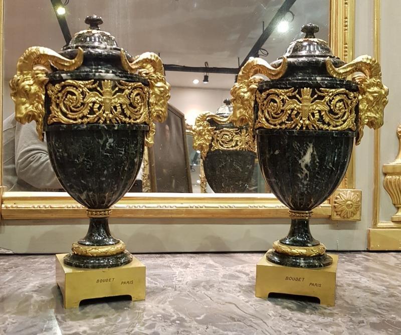 Paire De Vases Couverts En Marbre Epoque Napoléon III XIX ème