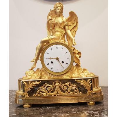 Pendule  A La Renommée Ailée  Epoque Louis XVI