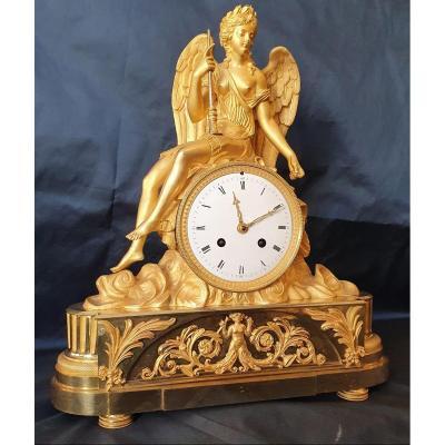 """Pendule En Bronze Doré """"La Renommée"""" D'Epoque Louis XVI XVIII ème"""