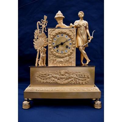 """Pendule en Bronze Doré """"Apollon"""" Epoque Charles X XIXème"""