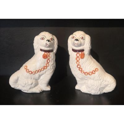 Paire De Chiens En Porcelaine De Staffordshire .fin XIXe - Début XXe Siècle