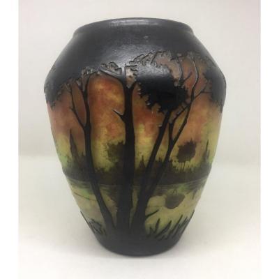 Daum Nancy - Vase Au Paysage Lacustre